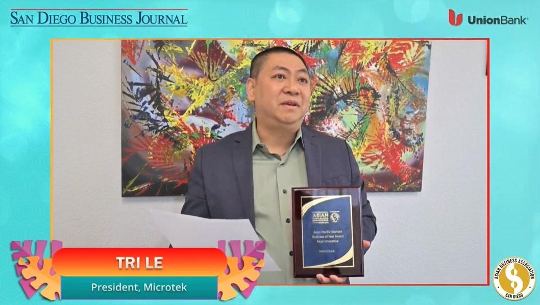 "Tri Le of Microtek accepting the SDBJ ABASD ""most innovative"" award"